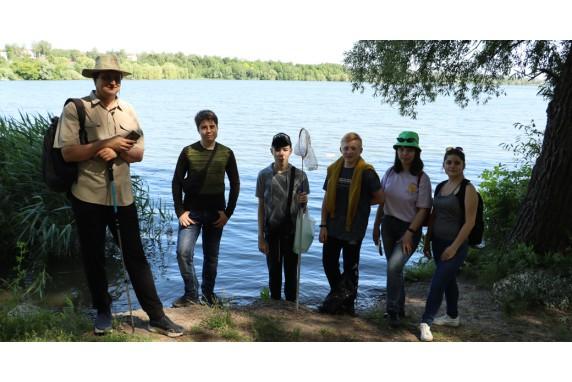 Walking through  the surroundings of Lozovenkovsky reservoir.